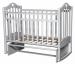 Цены на Антел Кровать Антел Каролина - 3 белый Детская кроватка (маятник) Антел Каролина 3 выполнена из натуральной березовой древесины и покрыта прозрачным лаком на водной основе,   сохраняющим отличный внешний вид изделия продолжительное время. Кроватка оснащена оп