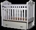 Цены на Кроватка детская маятник поперечный Антел Каролина - 4 белый Кроватка имеет два уровня регулировки высоты ложа. Переднее боковое ограждение также регулируется по высоте,   что облегчает контакт мамы с ребенком. Производители предусмотрели специальные накладки